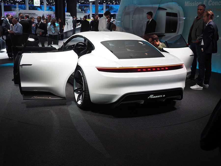 Porsche-Mission-E-doors