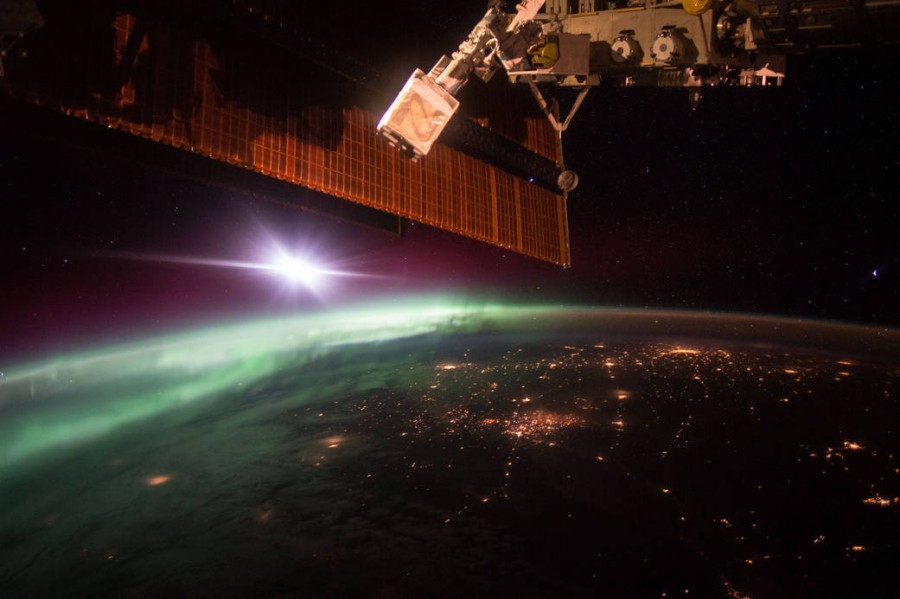 The view of an Earth's morning aurora from the ISS. Photo: Scott Kelly/ NASA.