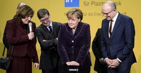 Chancellor Merkel starts up Wendelstein 7-X. Credot: Bunderegierung/Güngör