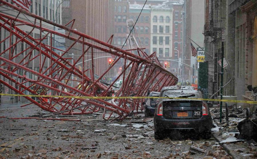 Crane-falls-NYC