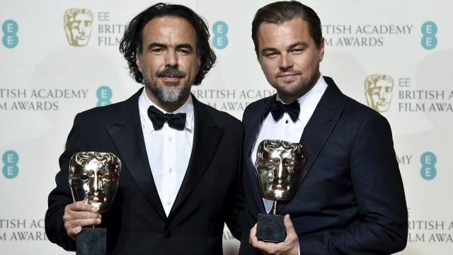 Inárritu (left) and DiCaprio holding their awards. Photo: DnaIndia