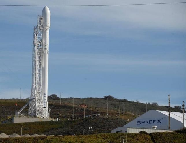 A SpaceX Falcon 9 rocket with the Jason-3 spacecraft onboard is shown at Vandenberg Air Force Base Space Launch Complex 4 East in Vandenberg Air Force Base, California, January 16, 2016. Credit: REUTERS/Gene Blevins
