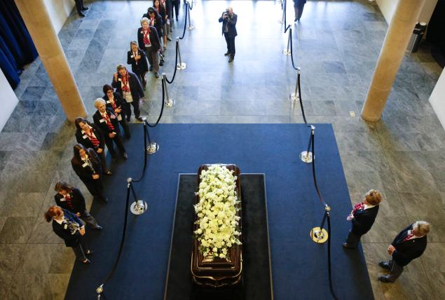 Mourners pay their respects at the casket of Nancy Reagan at the Ronald Reagan Presidential Library on Wednesday. Credit: NY Daily News/JAE C. HONG/AP