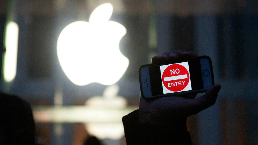On Monday, the FBI abandoned its legal pursue against Apple as they could finally unlock the iPhone for further investigations. Photo credit: Bryan Thomas/Getty Images