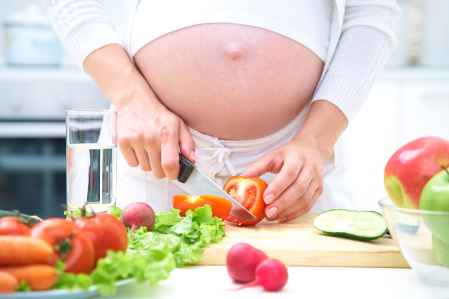 A healthy diet in the years after pregnancy could reduce drastically the risk of high blood pressure among women who had pregnancy-related diabetes. Photo credit: