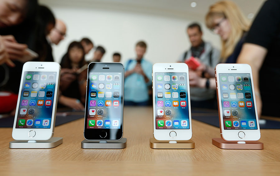 Apple's-first-decline-in-iPhone-sales