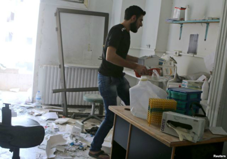 A man removes medicine inside al-Quds hospital after it was hit by airstrikes, in a rebel-held area of Syria's Aleppo, April 28, 2016. Credit: Voice of America