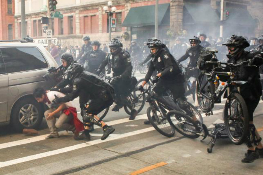 Seattle police arrested at least nine May Day demonstrators on Sunday evening. Photo credit: Reuters / David Ryder