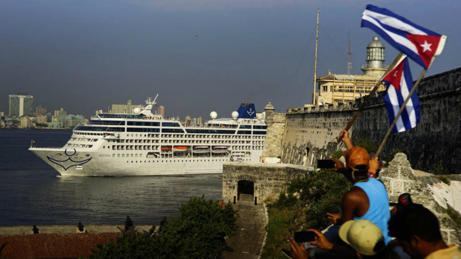 After nearly 40 years, commercial travels on waters between Cuba and the United States resumed on Monday. Photo credit: Ramon Espinosa / Associated Press / LA Times