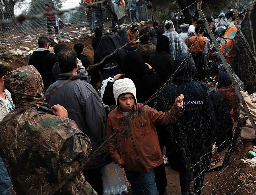 Syrian refugees seek for shelter