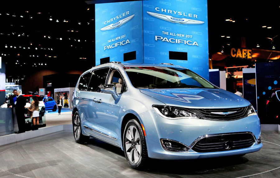 Google and Fiat Chrysler Automobiles are building 100 autonomous minivans. Photo credit: Raymond Boyd / Getty Images