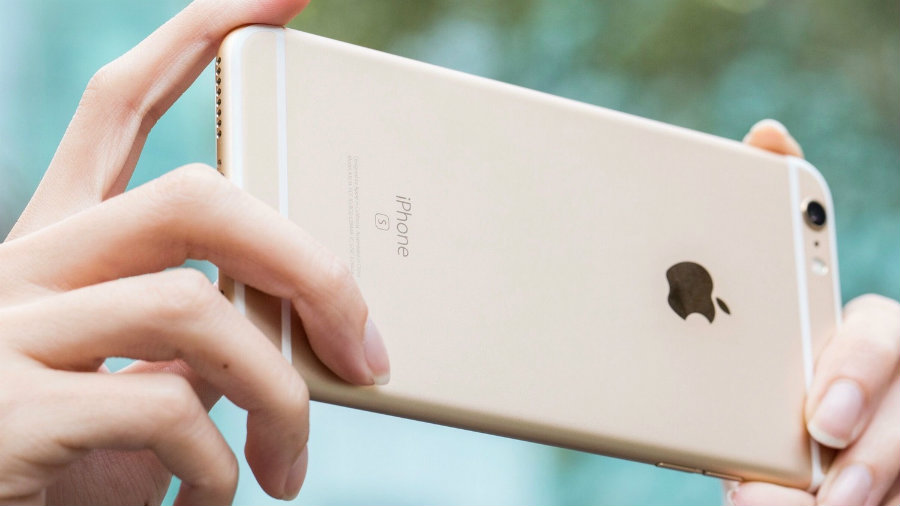 Leaks on new iPhones each year are something Apple fans are used to, and this year, the leaked iPhone 7 prototype included a special feature: The Smart Connector. Photo credit: AppleInsider.ru