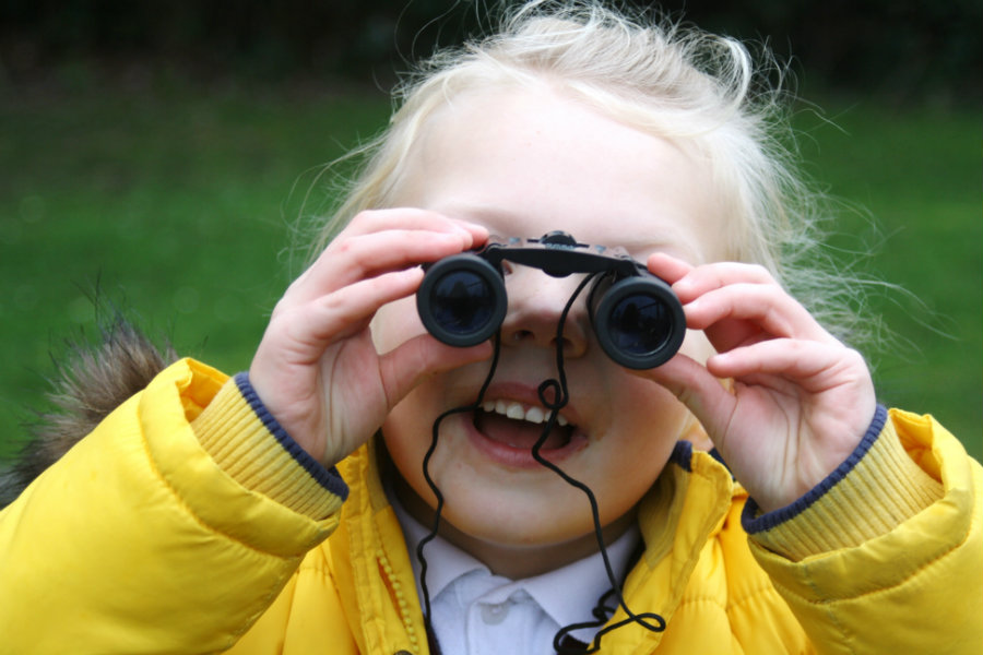 May 14 is celebrated as International Migratory Bird Day, an ideal date to go out and take part in the activity of bird watching. Photo credit: Ongar Place Primary School