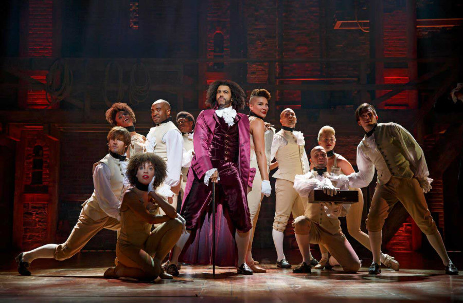 "Lin-Manuel Miranda shocked Broadway's scene when he presented his musical ""Alexander Hamilton"". This show broke the nomination records and tonight, at the 70th ceremony of the Tony Awards, it will compete in 16 categories. Photo credit: Mode"
