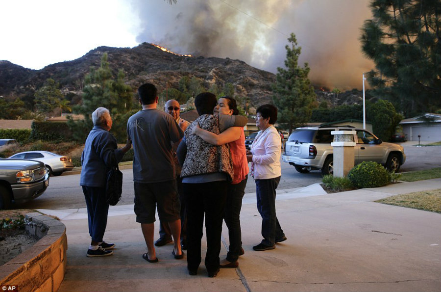 A family living nearby the Azusa fire is forced to evacuate as soon as possible, prompting a farewell amongst family members. Image Credit: Daily Mail