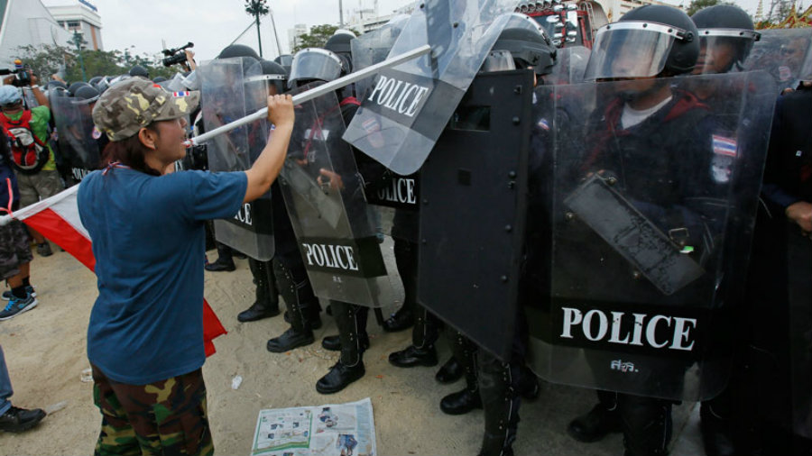 Mexican authorities investigated Monday for accusations of responsibility in weekend clashes that left eight people dead and more than 100 wounded amid teachers' protests against the government's education reform in the restive southern state of Oaxaca. Photo credit: Daily Times