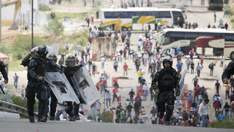 Galindo said 53 civilians and at least 55 police agents were injured, including 8 for being shot. More than 20 people have been arrested. Photo credit: Mario Arturo Martinez / European Pressphoto Agency / LA Times