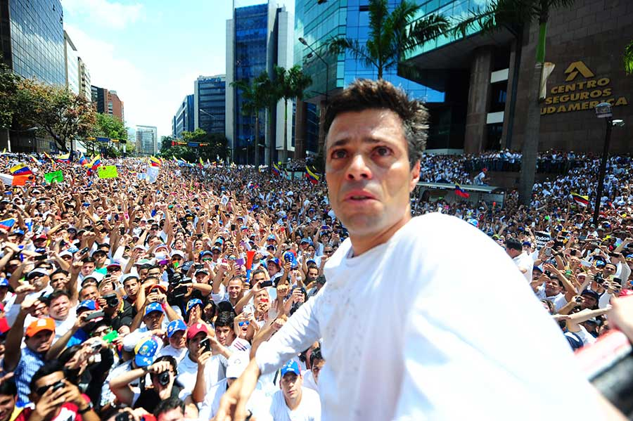 Leopoldo-Lopez-criying