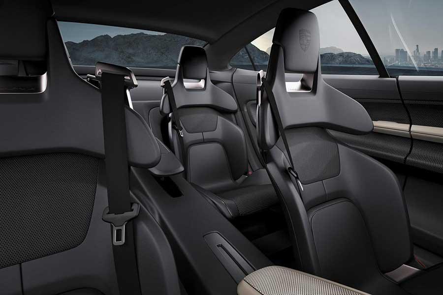 Porsche-Mission-E-inside