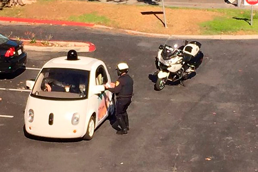 Google-car-stopped-by-police