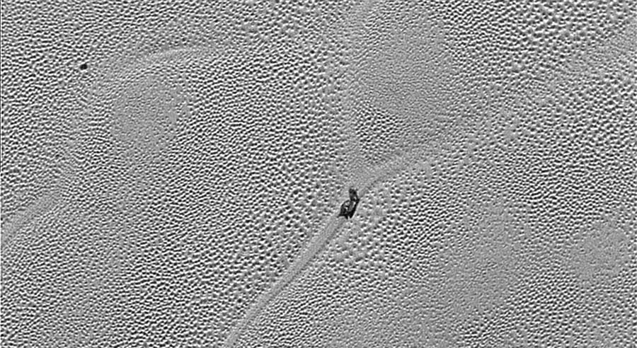 pluto-sail-like-object