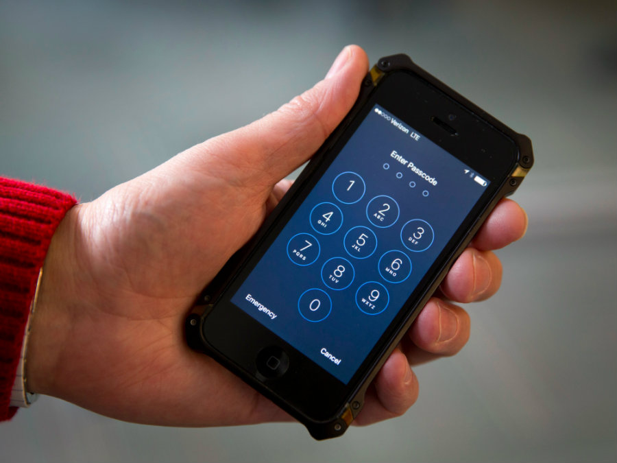 The Federal Bureau of Investigation has offered to help local police departments in the unlocking of any iPhone devices related to crimes. Photo credit: Tiempo