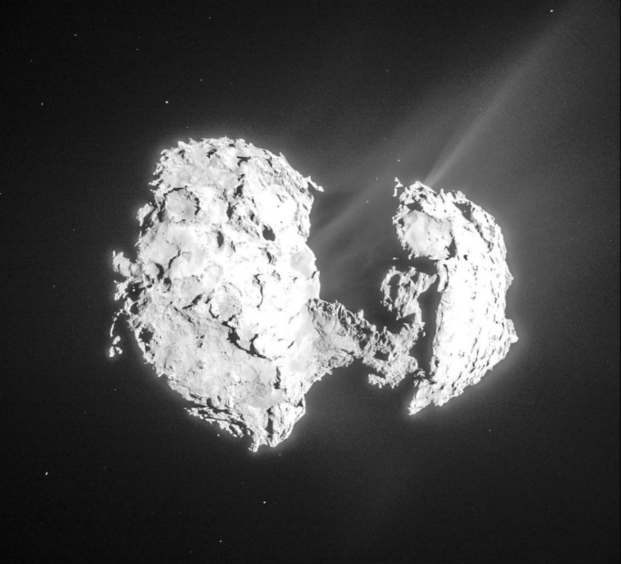 A group of researchers found the basic components of life in the comet 67P/Churyumov-Gerasimenko. Photo credit: Rosetta spacecraft / Earthsky