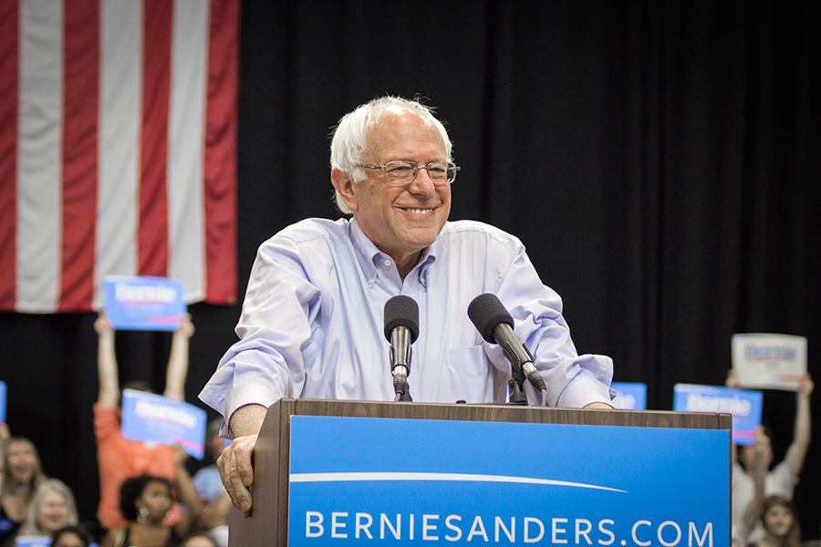 Bernie_Sanders_parachuting