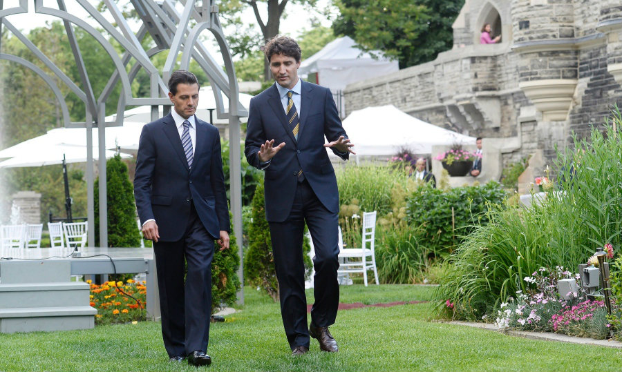 Canada's Prime Minister Justin Trudeau walks along with the Mexican President Enrique Peña Nieto