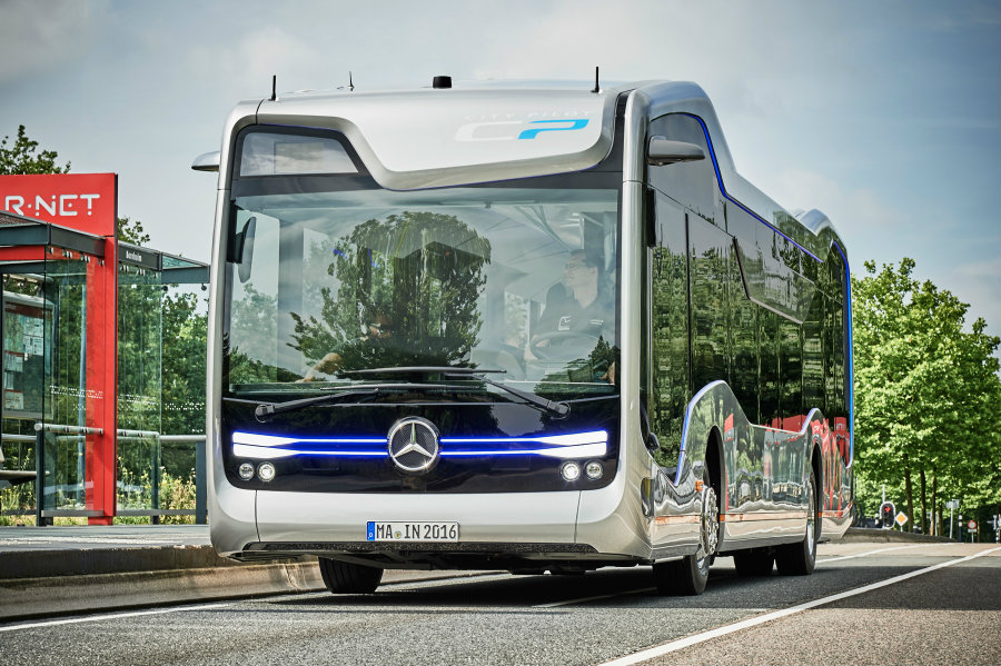 Mercedes Benz' Future Bus is able to stop on command and follow traffic lights, drive through tunnels and sense pedestrians on its surroundings. Image Credit: Engadget