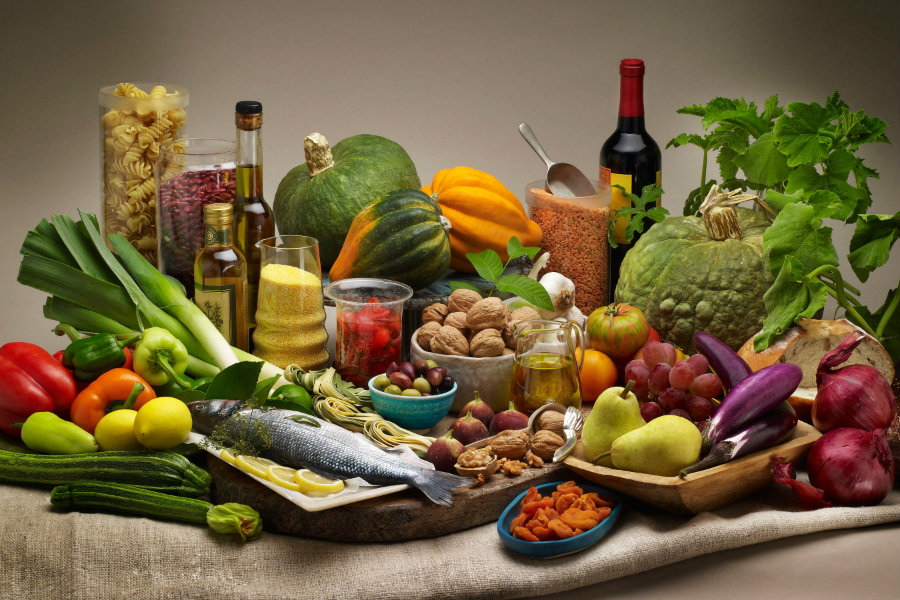 Even though is not easy for some people to change their eating habits, the Mediterranean diet offers a wide variety of foods to lose weight without starving. Image Credit: Longevity Cookbook